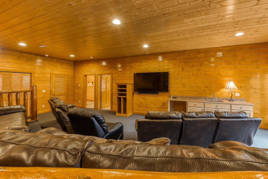 Photo of a Sevierville Cabin named Mountain Theatre Lodge - This is the thirty-second photo in the set.