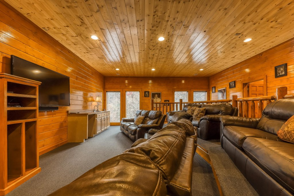 Photo of a Sevierville Cabin named Mountain Theatre Lodge - This is the thirty-first photo in the set.