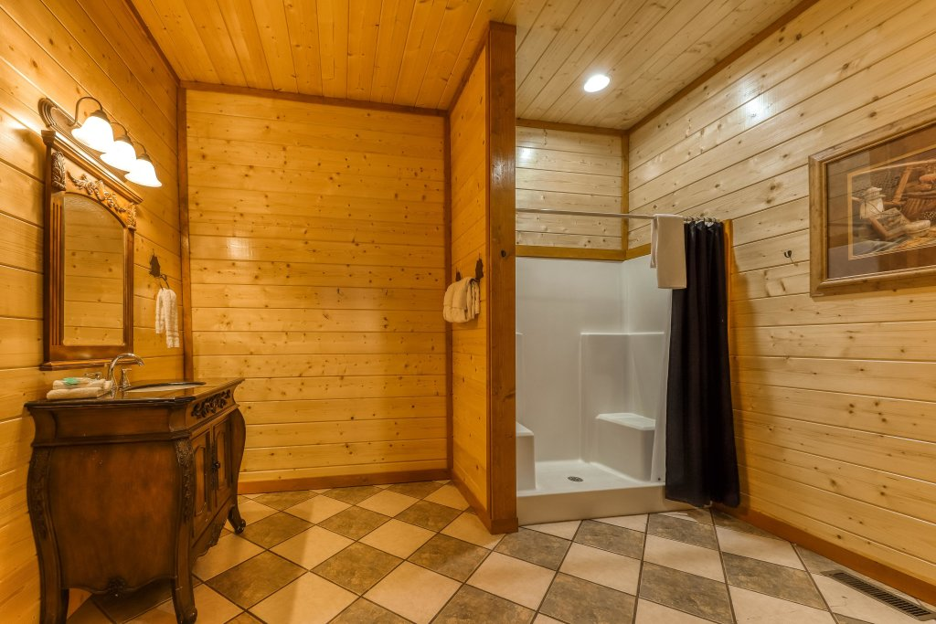 Photo of a Sevierville Cabin named Mountain Theatre Lodge - This is the thirty-fourth photo in the set.