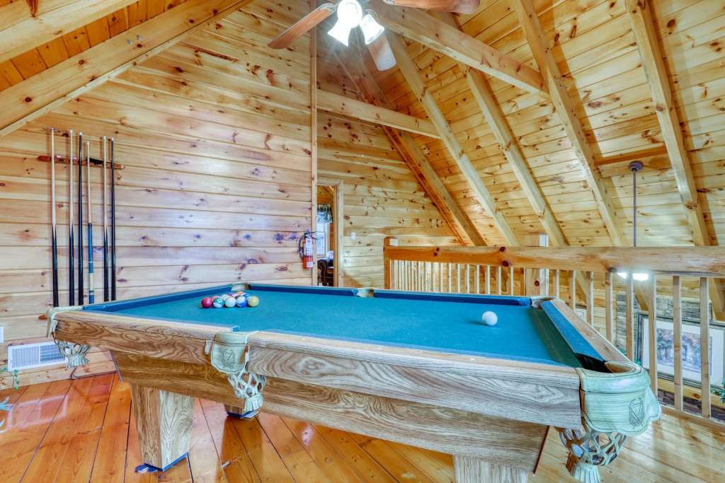 Photo of a Pigeon Forge Cabin named Robin's Rest - This is the fifteenth photo in the set.