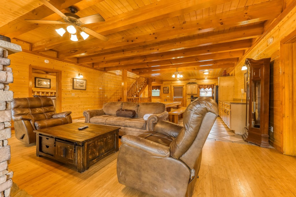 Photo of a Sevierville Cabin named Mountain Theatre Lodge - This is the fourth photo in the set.