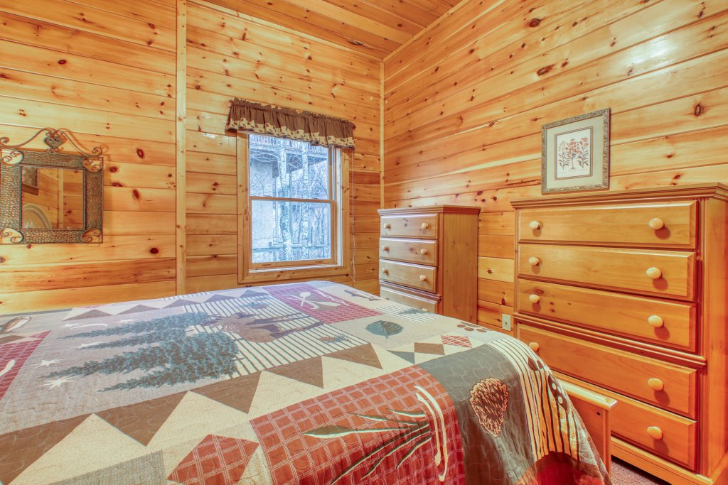 Photo of a Pigeon Forge Cabin named Robin's Rest - This is the twenty-fifth photo in the set.