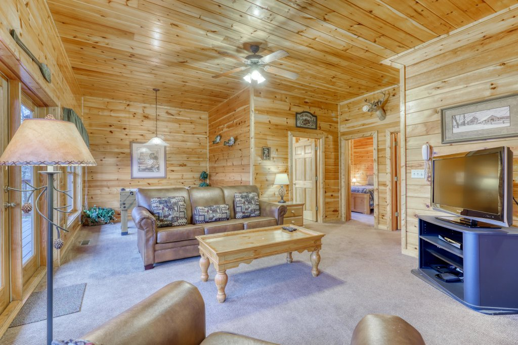 Photo of a Pigeon Forge Cabin named Robin's Rest - This is the ninth photo in the set.