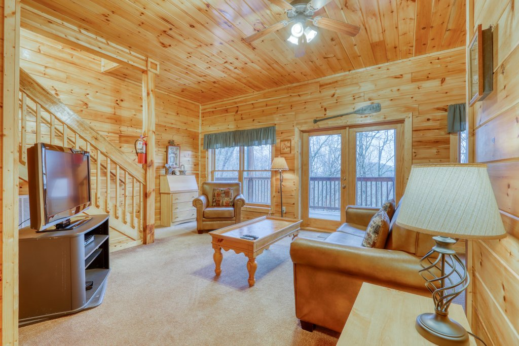 Photo of a Pigeon Forge Cabin named Robin's Rest - This is the sixteenth photo in the set.