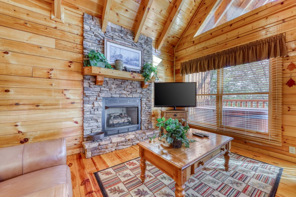 Photo of a Pigeon Forge Cabin named Treehouse - This is the thirteenth photo in the set.