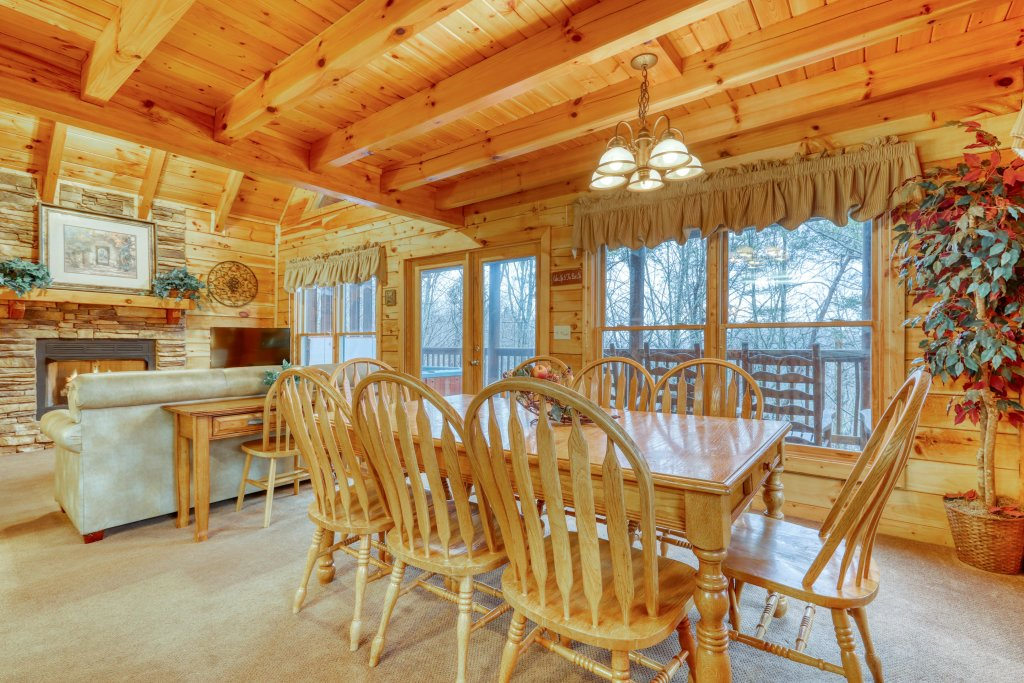 Photo of a Pigeon Forge Cabin named Robin's Rest - This is the seventh photo in the set.