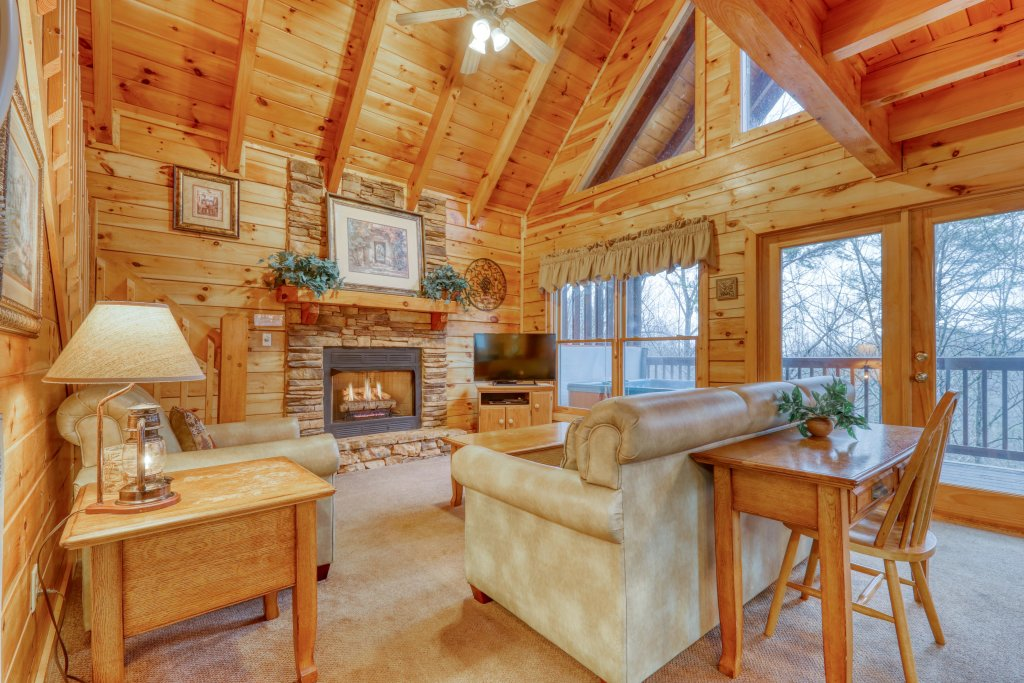 Photo of a Pigeon Forge Cabin named Robin's Rest - This is the sixth photo in the set.
