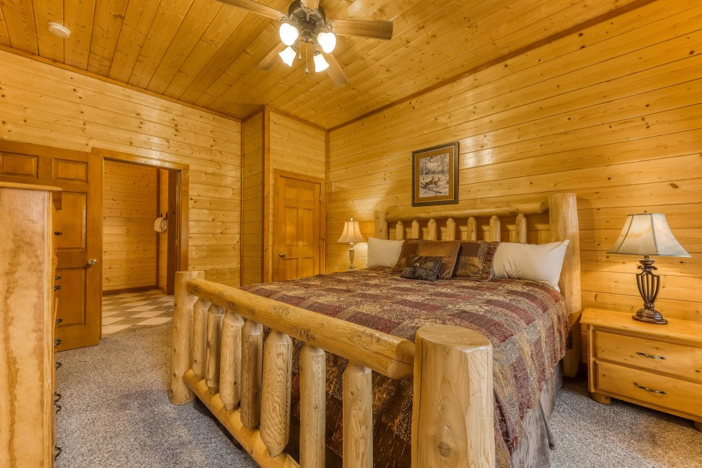 Photo of a Sevierville Cabin named Mountain Theatre Lodge - This is the thirty-sixth photo in the set.