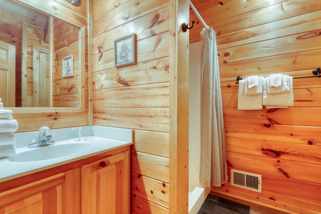 Photo of a Pigeon Forge Cabin named Robin's Rest - This is the twenty-third photo in the set.