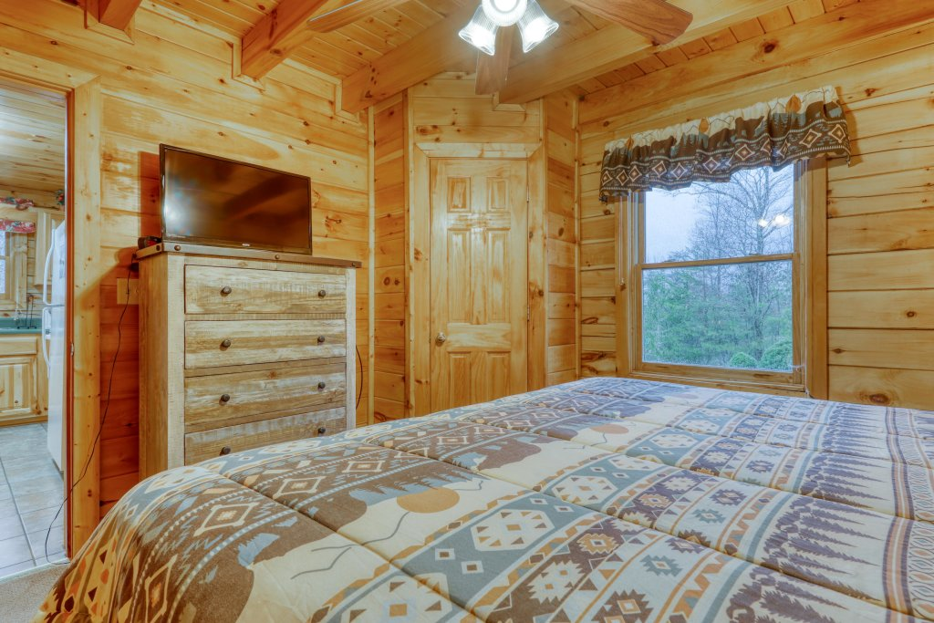 Photo of a Pigeon Forge Cabin named Robin's Rest - This is the eighteenth photo in the set.
