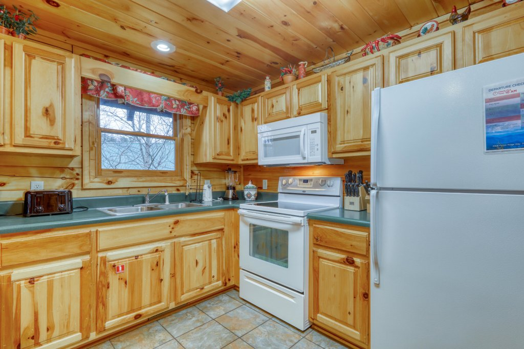 Photo of a Pigeon Forge Cabin named Robin's Rest - This is the fourteenth photo in the set.