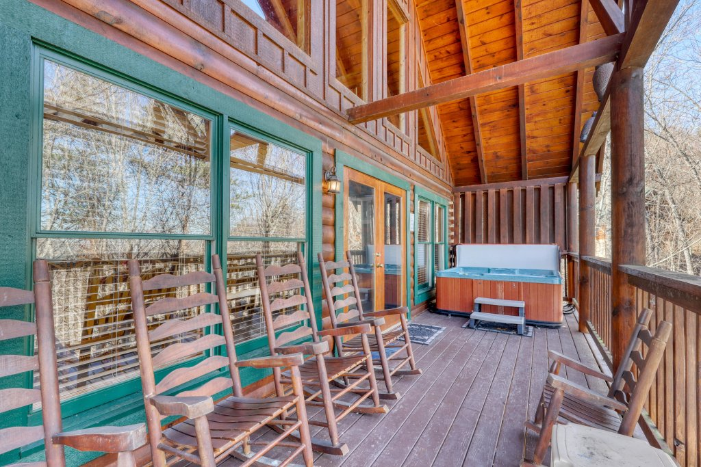 Photo of a Pigeon Forge Cabin named Robin's Rest - This is the thirty-third photo in the set.
