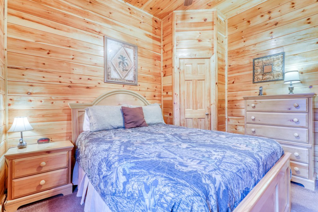 Photo of a Pigeon Forge Cabin named Robin's Rest - This is the twenty-seventh photo in the set.