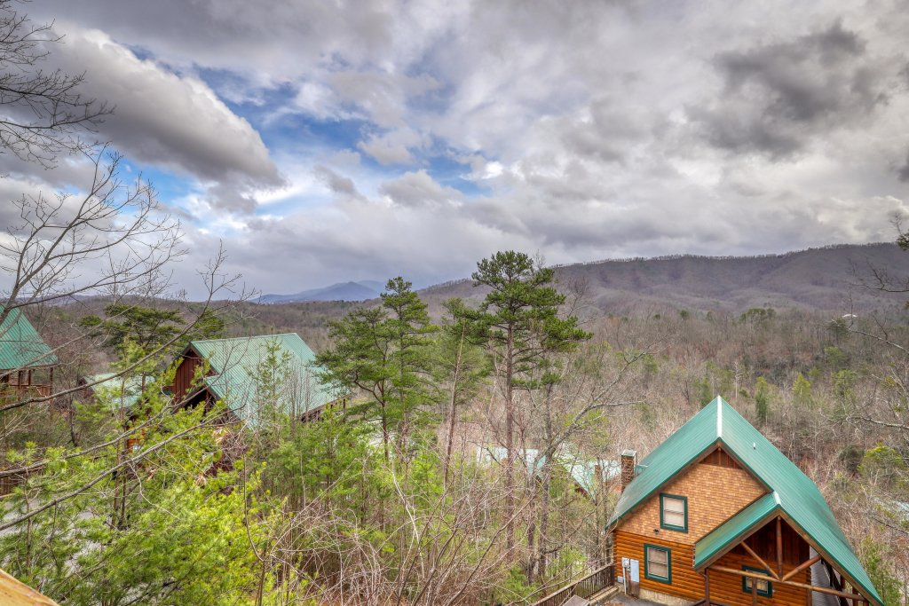 Photo of a Pigeon Forge Cabin named Above All - This is the third photo in the set.