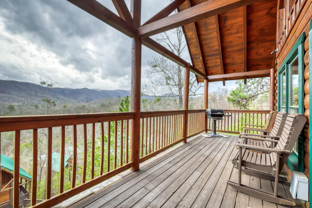 Photo of a Pigeon Forge Cabin named Above All - This is the thirtieth photo in the set.