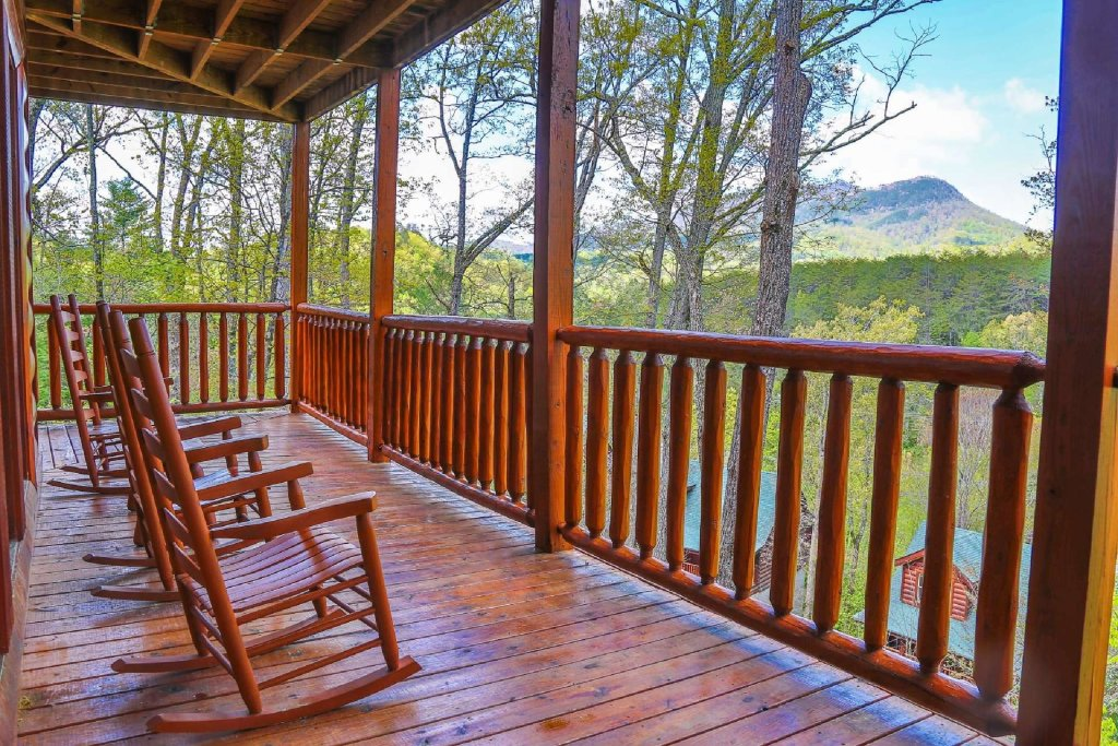 Photo of a Sevierville Cabin named Southern Sky - This is the first photo in the set.