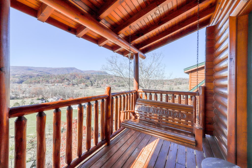 Photo of a Sevierville Cabin named Valley Vista - This is the third photo in the set.