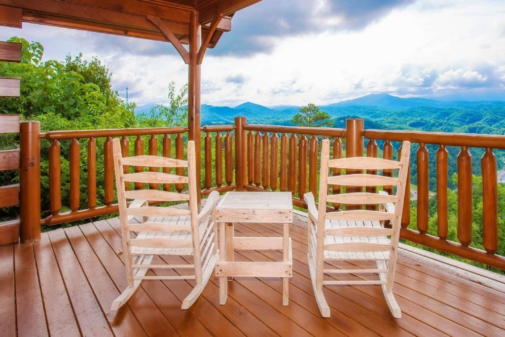 Photo of a Pigeon Forge Cabin named Imagine Cabin - This is the seventeenth photo in the set.