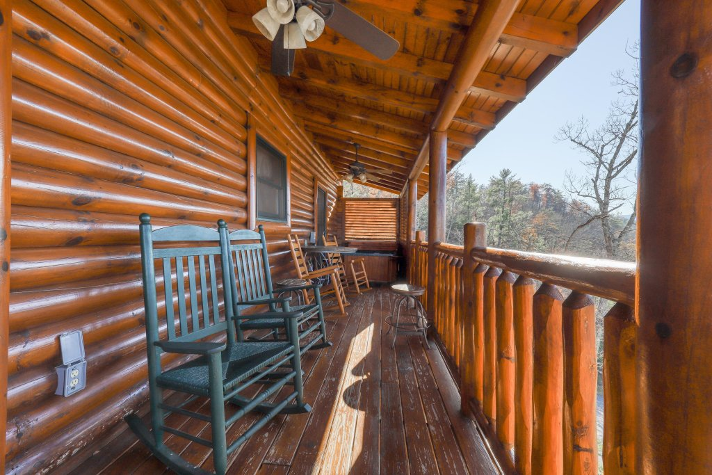 Photo of a Sevierville Cabin named Valley Vista - This is the second photo in the set.