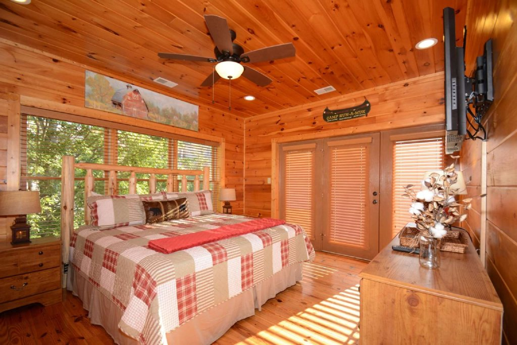 Photo of a Gatlinburg Cabin named Rustic Paradise - This is the eighth photo in the set.