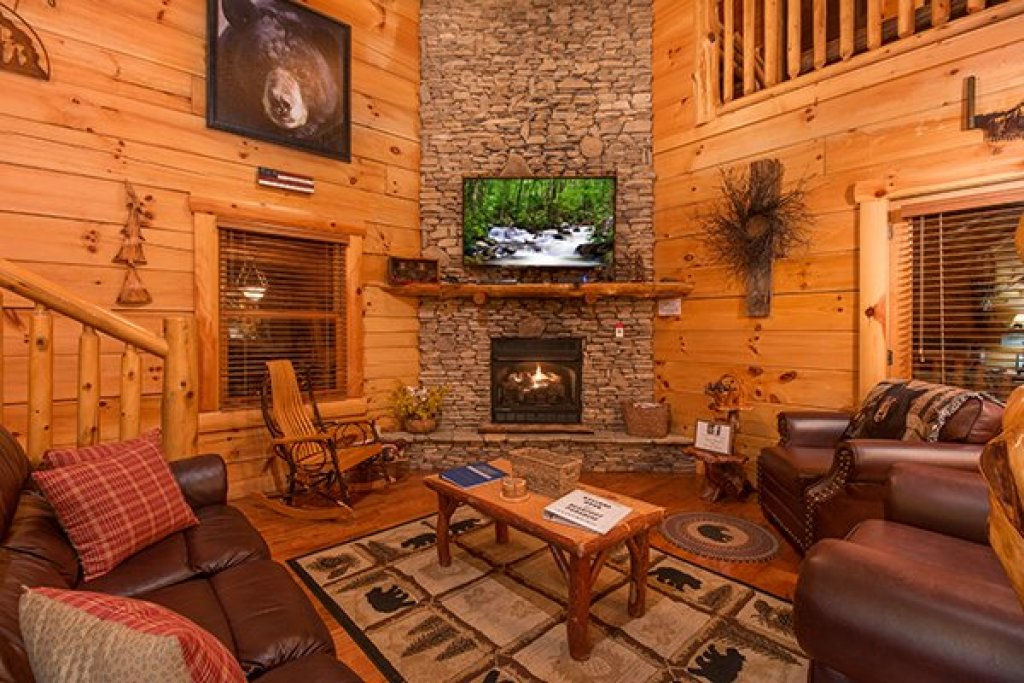 Photo of a Sevierville Cabin named Bearfoot Paradise - This is the fourth photo in the set.