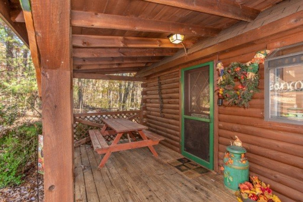 Photo of a Sevierville Cabin named Whispering Pines - This is the seventh photo in the set.