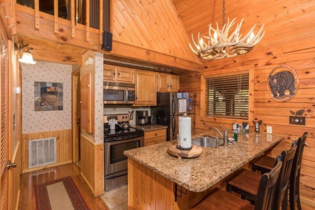 Photo of a Sevierville Cabin named Whispering Pines - This is the sixth photo in the set.
