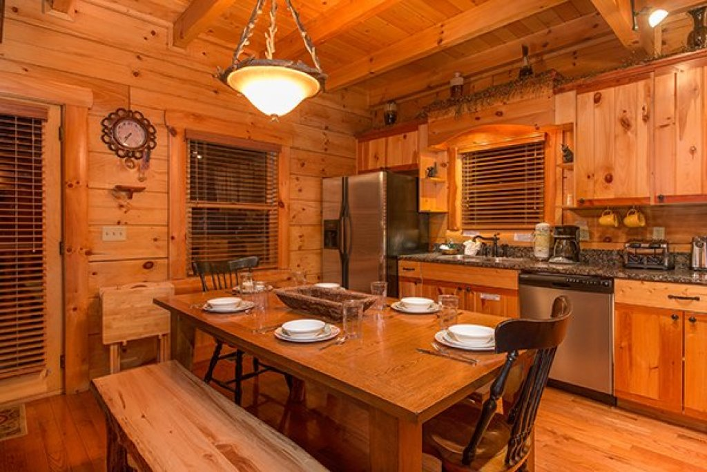 Photo of a Sevierville Cabin named Bearfoot Paradise - This is the eighth photo in the set.
