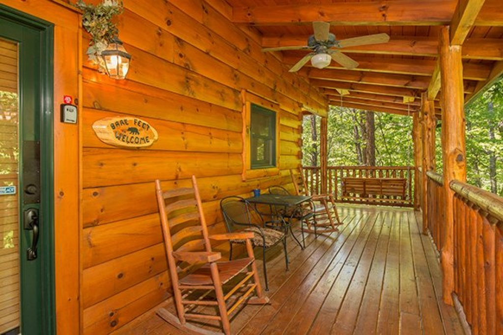 Photo of a Sevierville Cabin named Bearfoot Paradise - This is the fifteenth photo in the set.