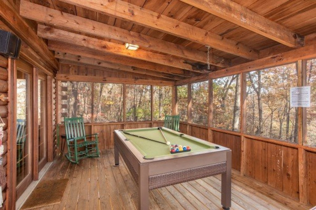 Photo of a Sevierville Cabin named Whispering Pines - This is the eighth photo in the set.