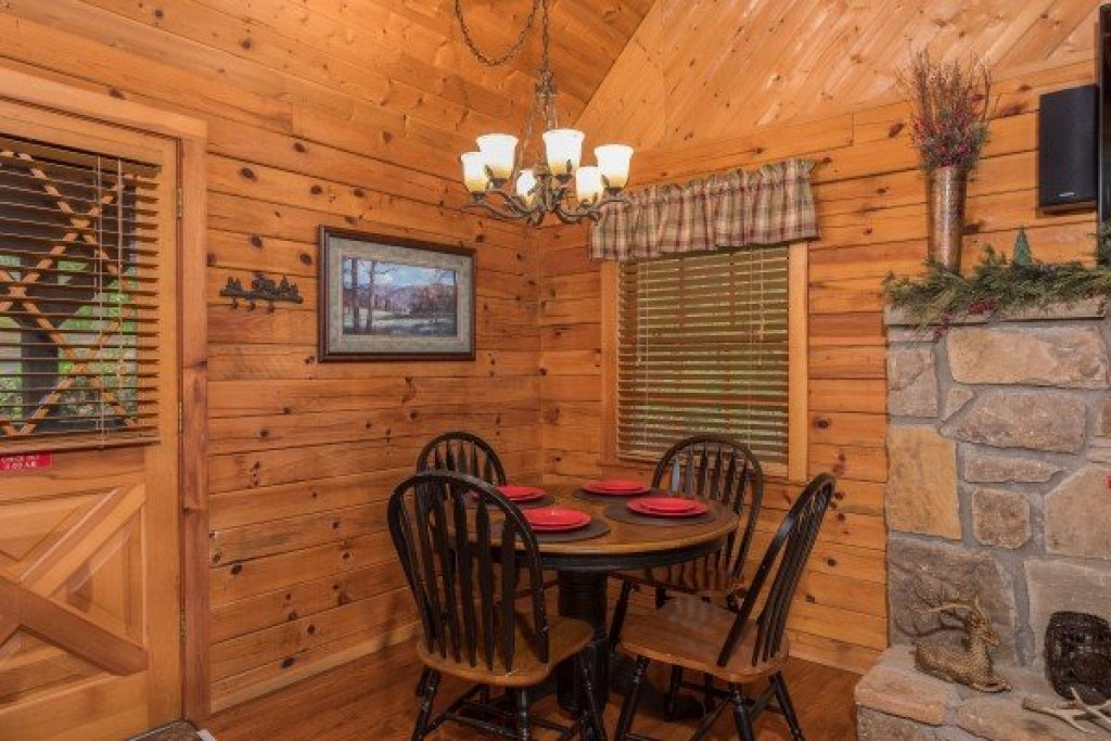 Photo of a Sevierville Cabin named Whispering Pines - This is the fifth photo in the set.