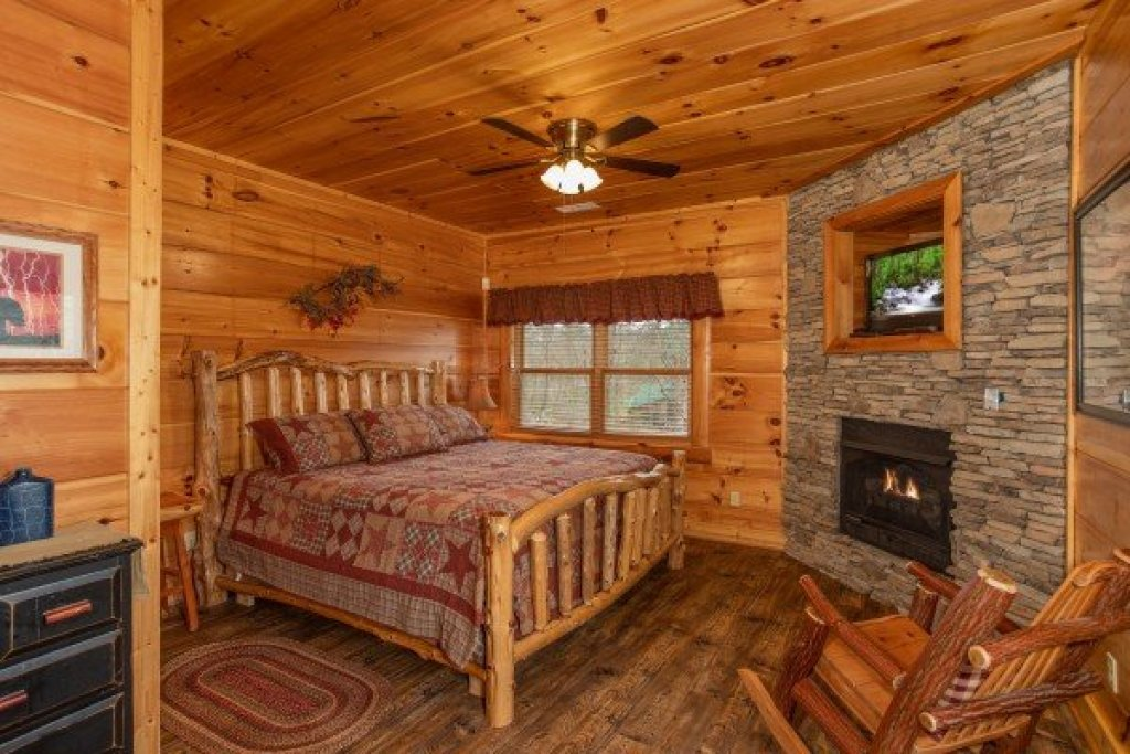 Photo of a Sevierville Cabin named Bearfoot Paradise - This is the thirty-fourth photo in the set.