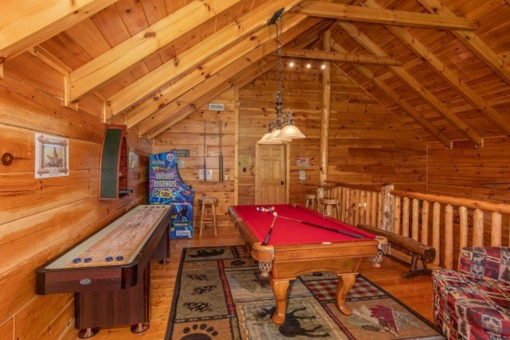 Photo of a Sevierville Cabin named Bearfoot Paradise - This is the twenty-third photo in the set.