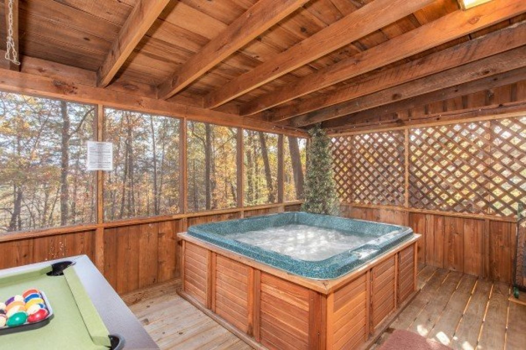 Photo of a Sevierville Cabin named Whispering Pines - This is the twelfth photo in the set.