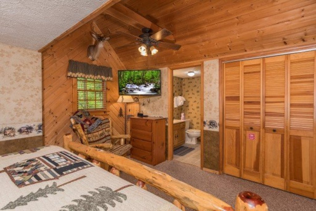 Photo of a Sevierville Cabin named Whispering Pines - This is the fourteenth photo in the set.