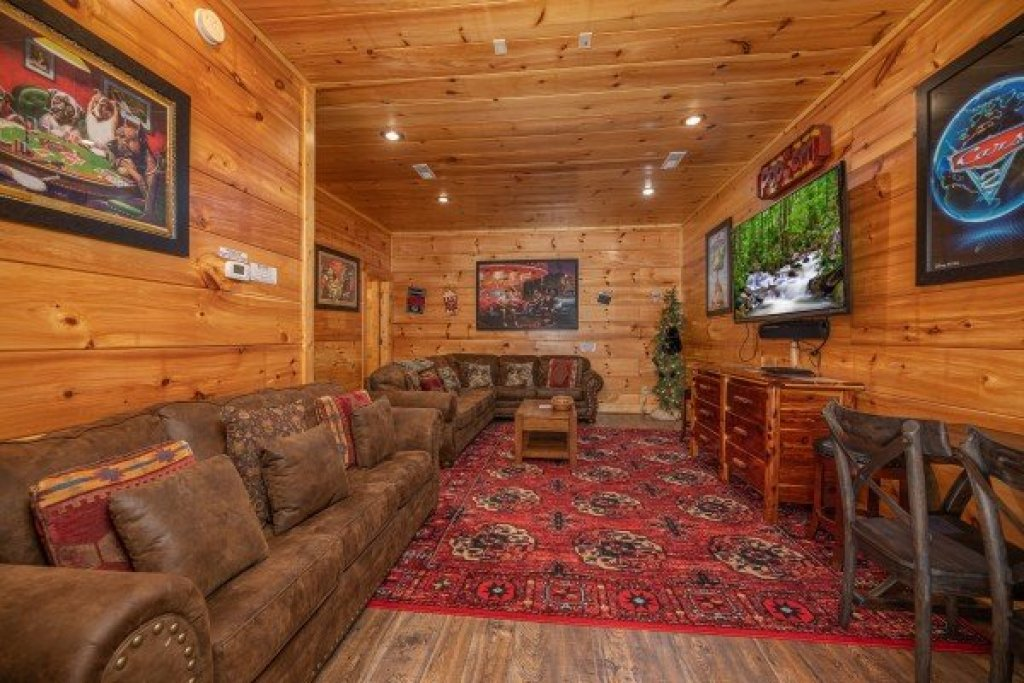 Photo of a Sevierville Cabin named Bearfoot Paradise - This is the thirty-second photo in the set.