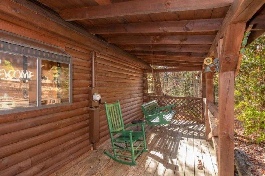Photo of a Sevierville Cabin named Whispering Pines - This is the sixteenth photo in the set.