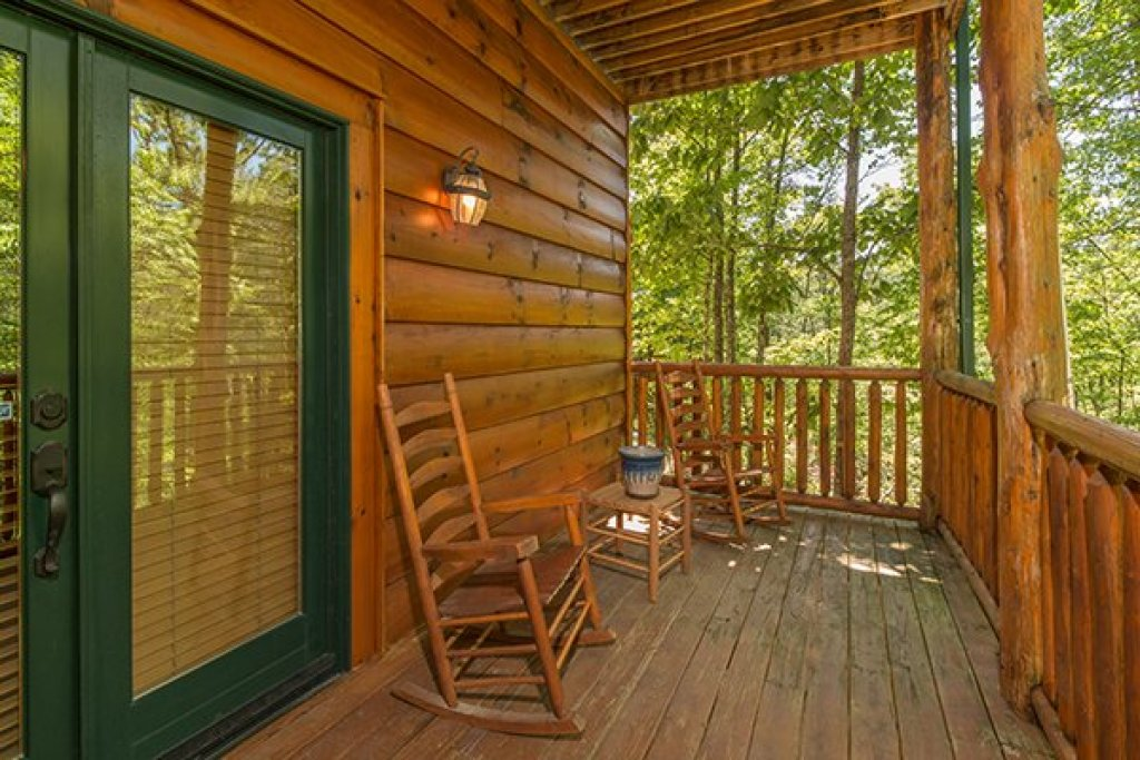 Photo of a Sevierville Cabin named Bearfoot Paradise - This is the forty-first photo in the set.