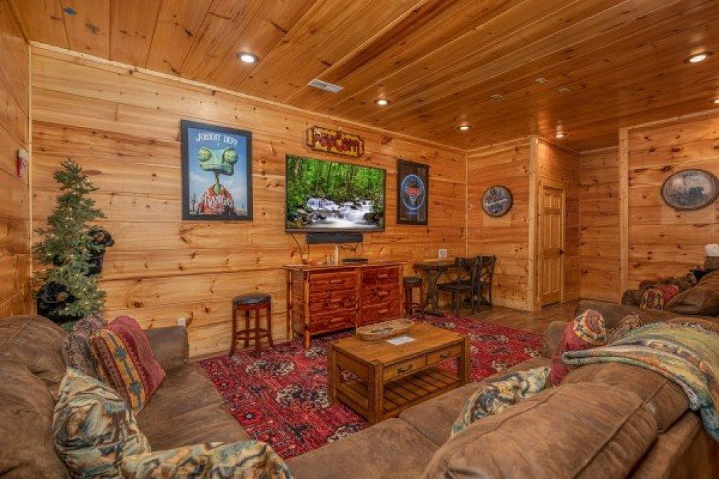 Photo of a Sevierville Cabin named Bearfoot Paradise - This is the thirty-third photo in the set.
