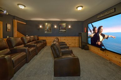 Private Home Theater Room And Amazing Location