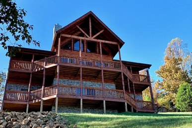 New Amazing 4br Log Cabin With Arcade, Game Room, Privacy, Sauna, And Views!