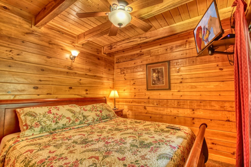 Photo of a Pigeon Forge Cabin named Gone Swimmin' #260 - This is the sixteenth photo in the set.