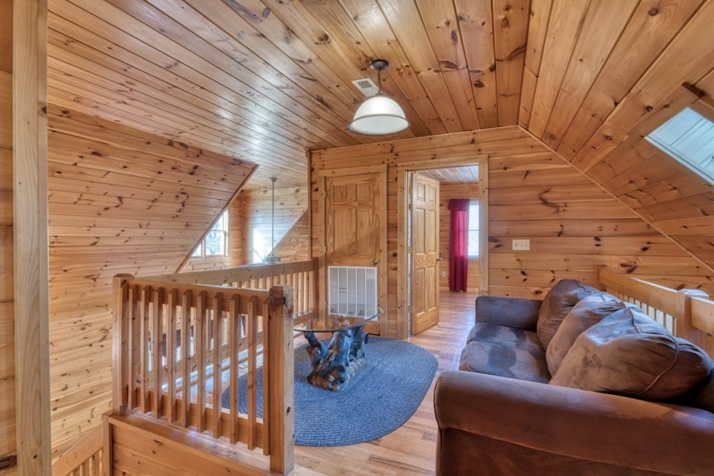 Photo of a Pigeon Forge Cabin named Cherokee Lodge - This is the eighteenth photo in the set.