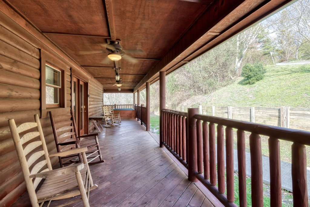 Photo of a Pigeon Forge Cabin named Cherokee Lodge - This is the twenty-ninth photo in the set.