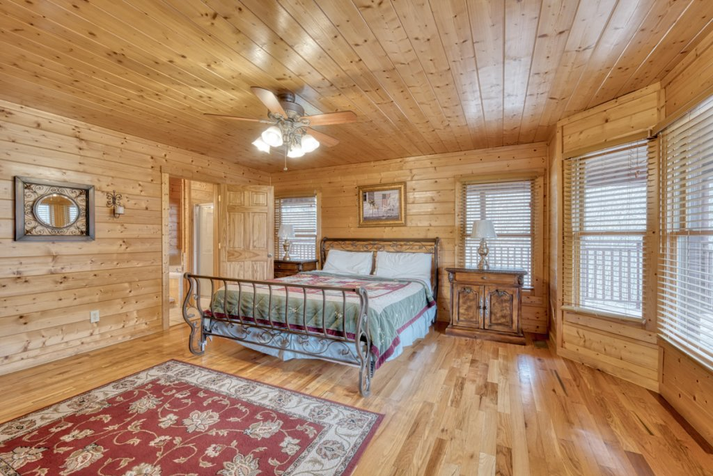 Photo of a Pigeon Forge Cabin named Country Living - This is the tenth photo in the set.