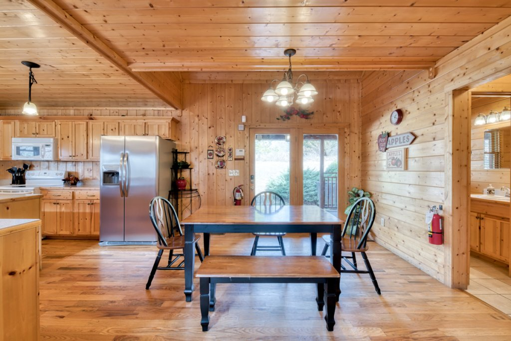 Photo of a Pigeon Forge Cabin named Country Living - This is the seventh photo in the set.