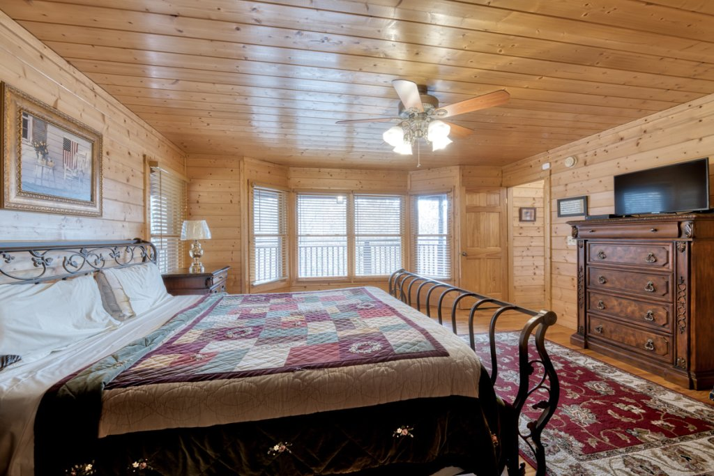 Photo of a Pigeon Forge Cabin named Country Living - This is the twelfth photo in the set.