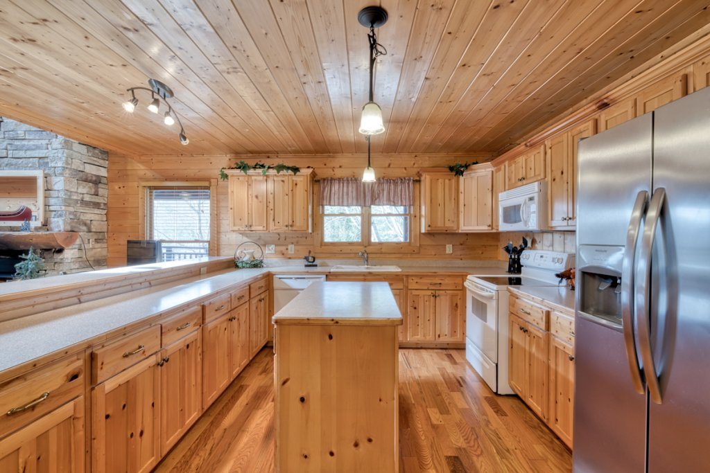 Photo of a Pigeon Forge Cabin named Country Living - This is the ninth photo in the set.
