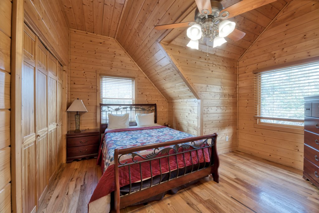 Photo of a Pigeon Forge Cabin named Country Living - This is the sixteenth photo in the set.