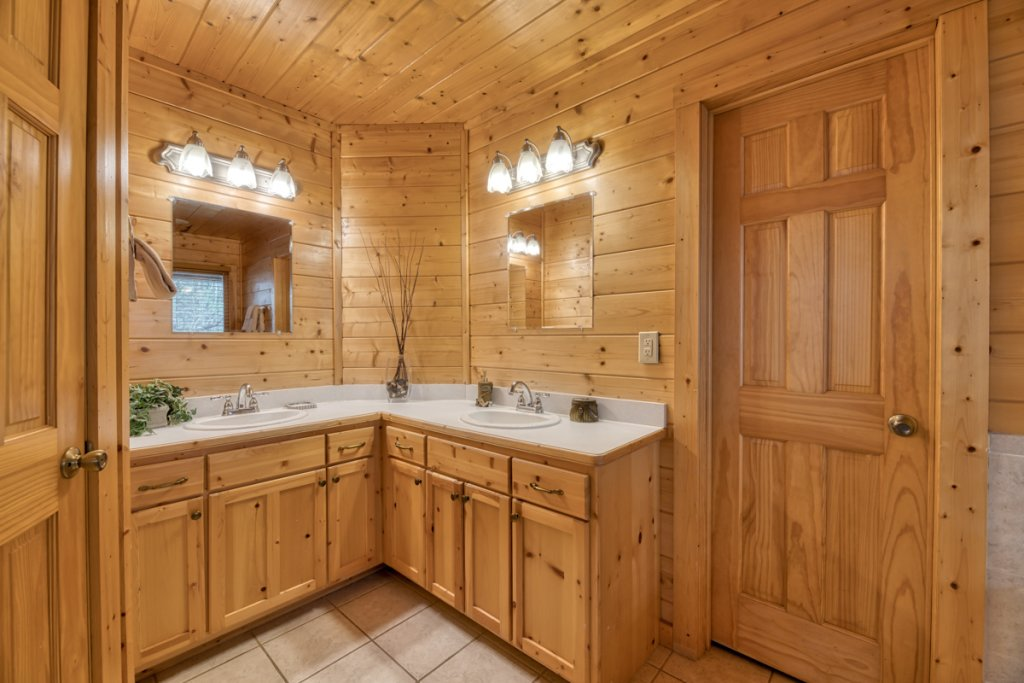 Photo of a Pigeon Forge Cabin named Country Living - This is the thirteenth photo in the set.